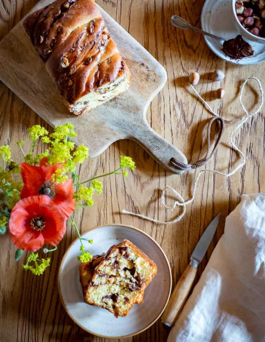 babka servie vue de haut et coquelicot