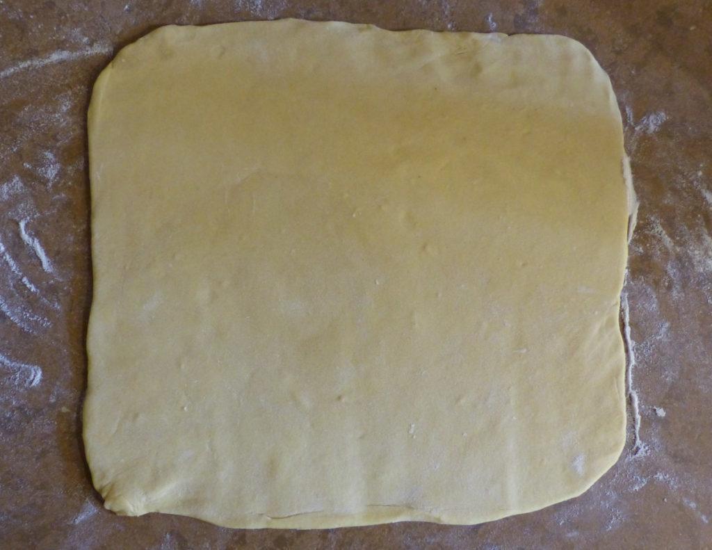 pâte à babka étalée en un rectangle