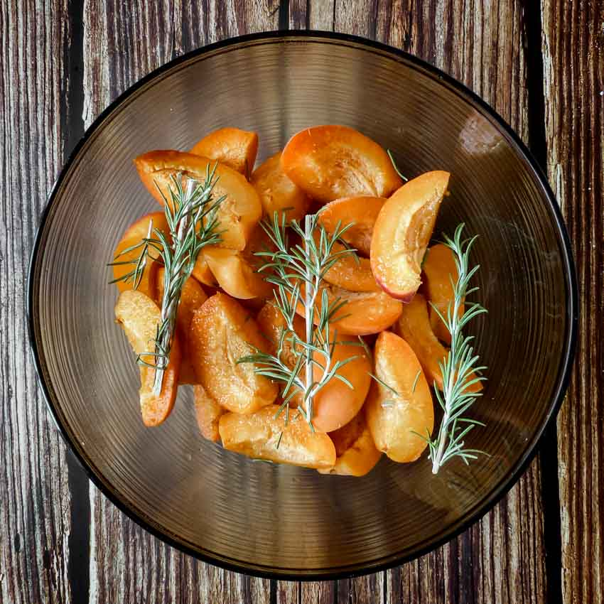 Marinade Tarte rustique aux abricots, amandes et romarin