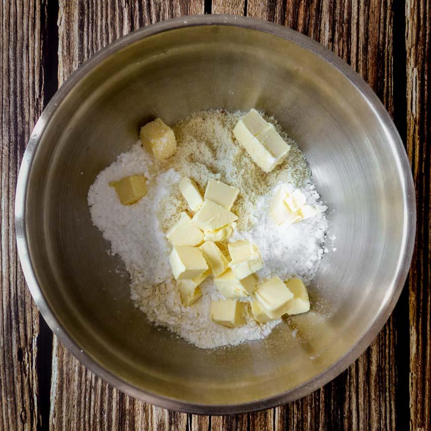 Préparation pâte sablée Tarte rustique aux abricots, amandes et romarin